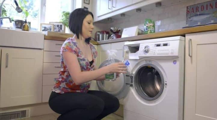 Vệ sinh máy giặt cửa trước đúng cách