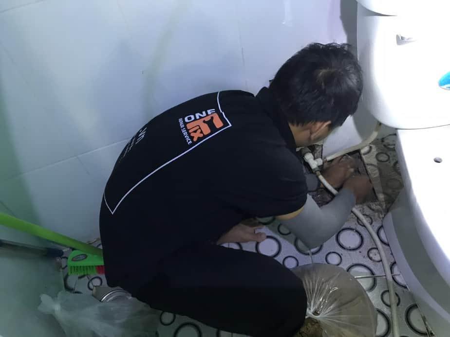 sửa đường ống nước bị vỡ do vật liệu ống không đạt chất lượng