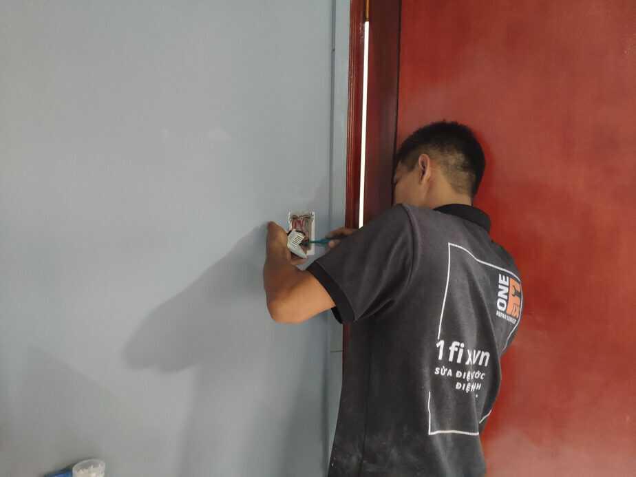 Kiểm tra đi nguồn điện cho quạt trần