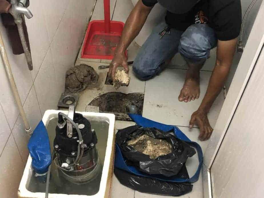 Làm sạch tắc nghẹt đường ống thoạt nước