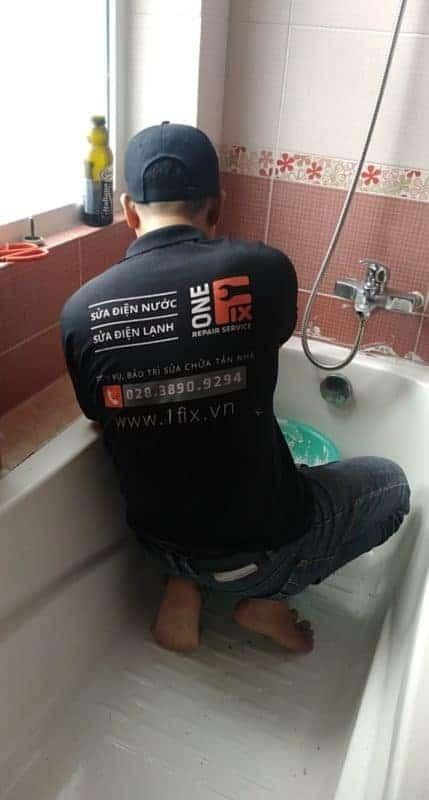 Khắc phục đọng nước dưới bồn tắm để chống thấm sàn nhà vệ sinh