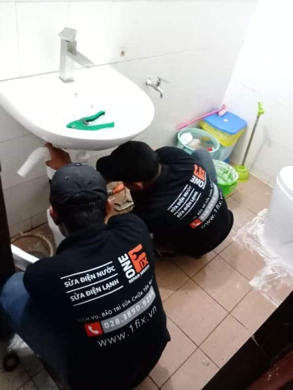 thay vòi nước lavabo