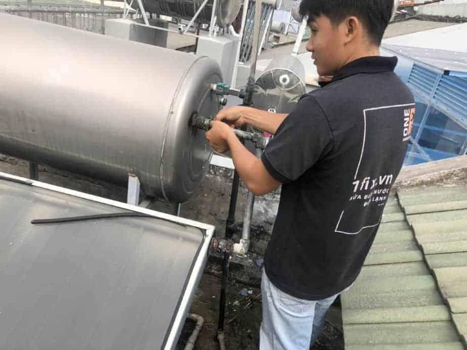 Sửa bồn nước nóng năng lượng mặt trời, lắp ống thông hơi cho bồn nước