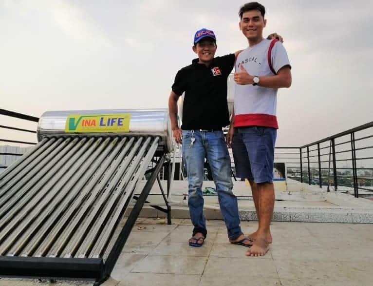 Lắp đặt máy nước nóng năng lượng mặt trời sử dụng ống chân không