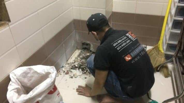 Thuê thợ sửa ống nước chống thấm sàn toilet