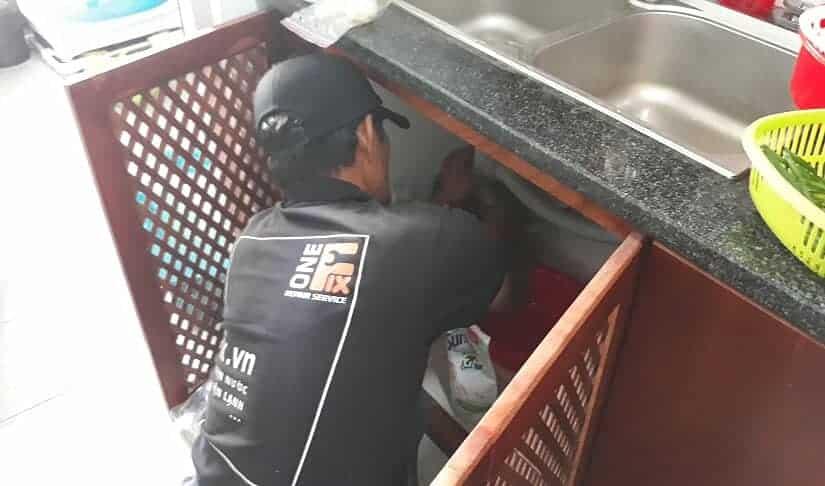 Thông tắc bồn rửa chén bằng pít-tông