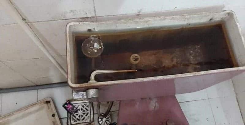 Sửa-chữa-bồn-cầu-bị-vỡ-bồn-cầu-bị-hỏng-tại-nhà