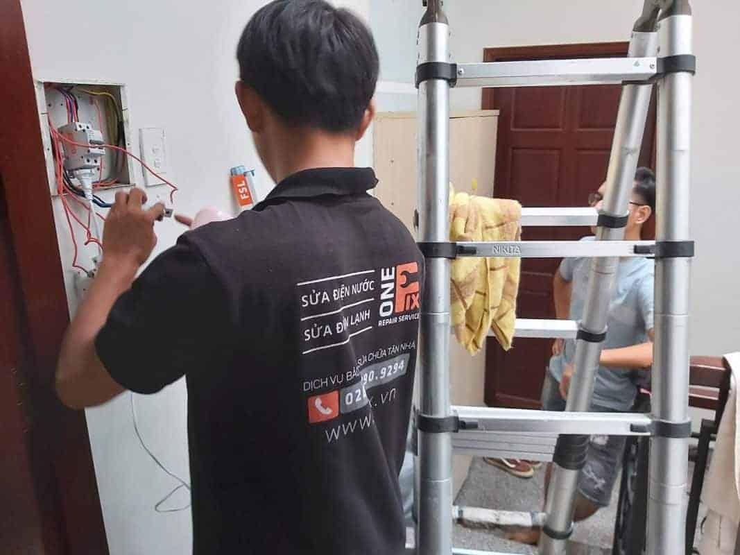Thợ sửa chữa nhà có kinh nghiệm