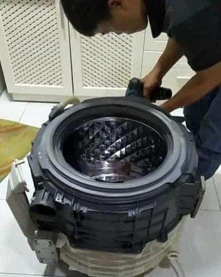 cách vệ sinh máy giặt cửa trước