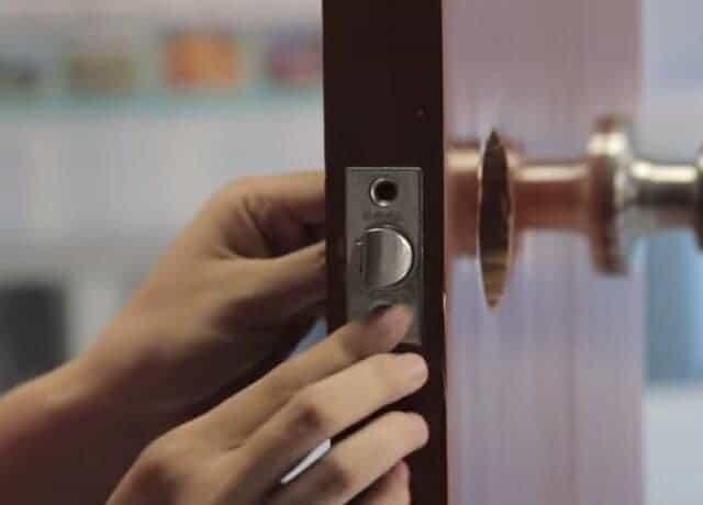 Tháo lắp khóa cửa tay nắm tròn, thay khóa tay nắm tròn
