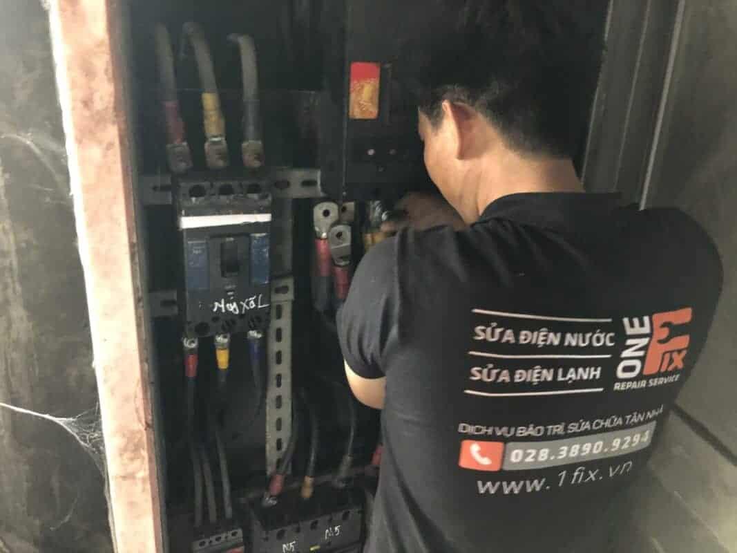 Dịch vụ sửa chữa cầu dao điện 1 pha 2 cực tại nhà giá rẻ HCM