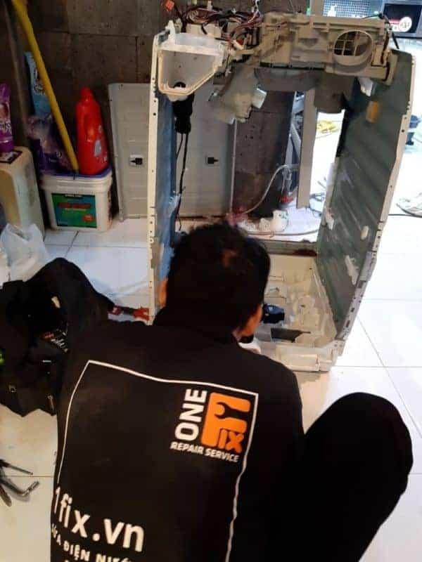 máy giặt rung lắc mạnh khi vắt