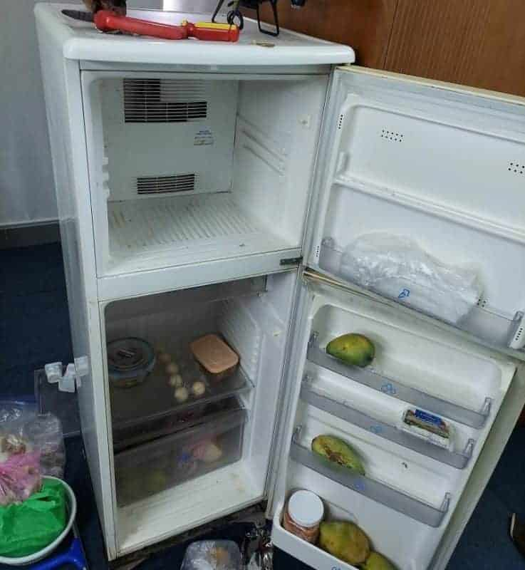 Cách vệ sinh tủ lạnh bị đóng tuyết
