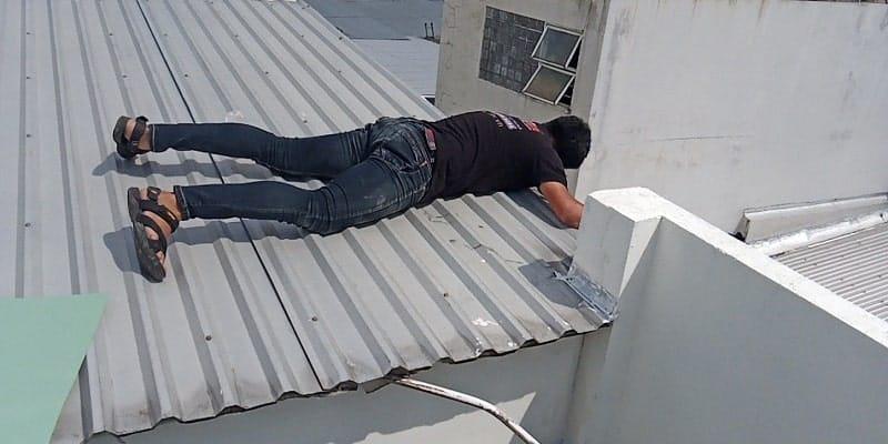 Dịch vụ chống dột mái tôn bằng sơn chống dột mái tôn
