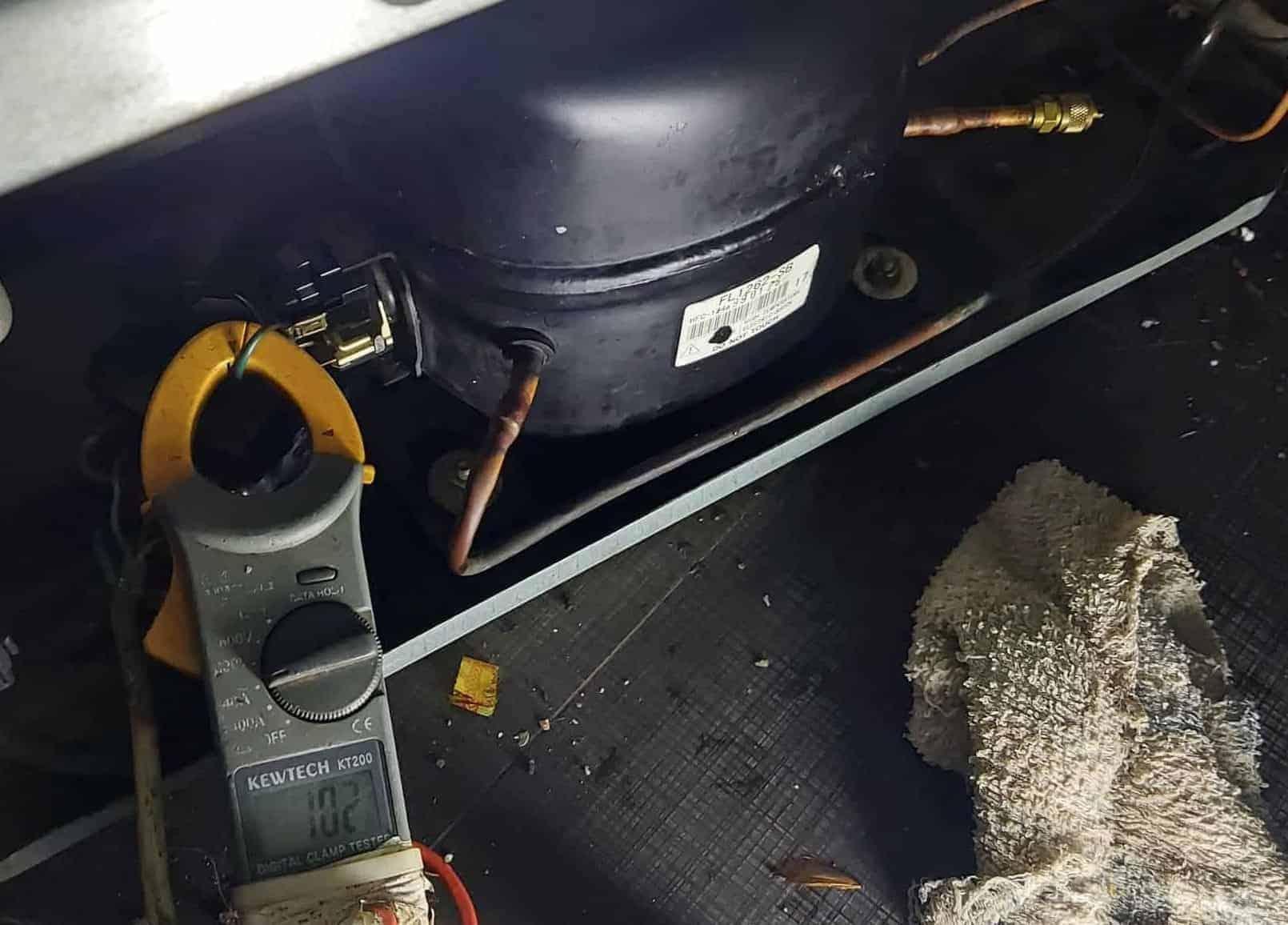 sửa tủ lạnh bị rò rỉ điện